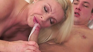 Cougar lady banged nicely and jizzed in mouth - 6:00