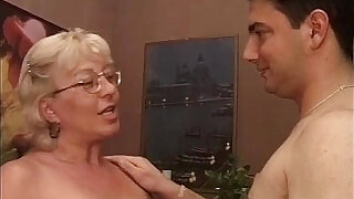 19:00: Old slut got doggy fucked by some horny