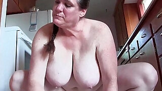 6:00: Granny with big tits cleaning the kitchen naked
