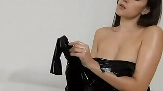 46:00: Woman latex dressup with beauty oel and comming feelings