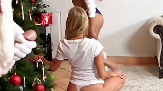 6:00: Christmas sexy gift came late with greedy blonde mom teaching teen oral