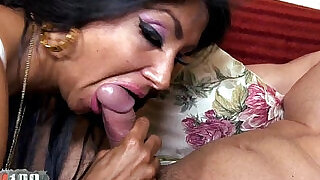 30:00: Ivannah French Milf sucking Cock For A HAIRY PUSSY