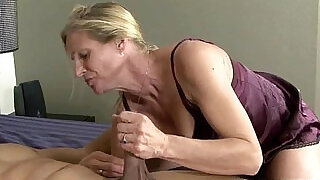 6:00: Mature slut fucks black dude
